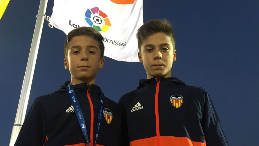 Marc y Vicent, en las gradas del estadio Antonio Domínguez de Arona.