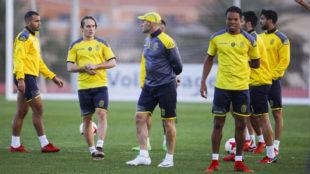 Remy en un entrenamiento de Las Palmas junto a Paco Jémez.