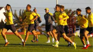 La plantilla de Las Palmas se entrena durante el primer día de...
