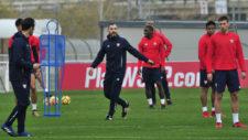 Maresca, que fuera jugador del Sevilla y ahora ayudante de Montella,...