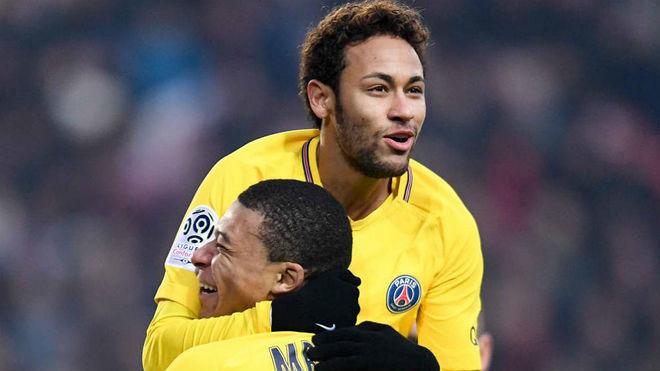Neymar y Mbappé celebran un gol del PSG