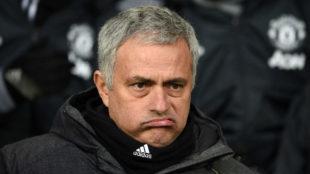 José Mourinho, con gesto de desagrado, durante el partido frente al...
