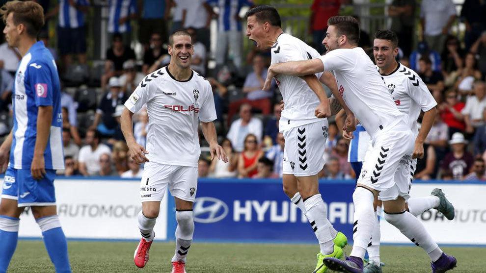 José Fran celebra un gol con el Albacete