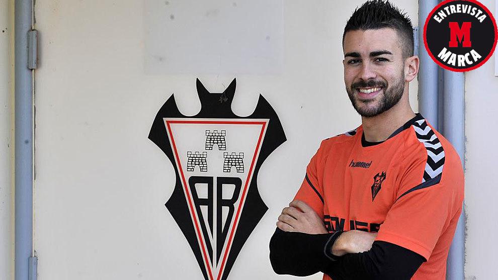 Dani Rodríguez posa para MARCA en la Ciudad Deportiva del Albacete