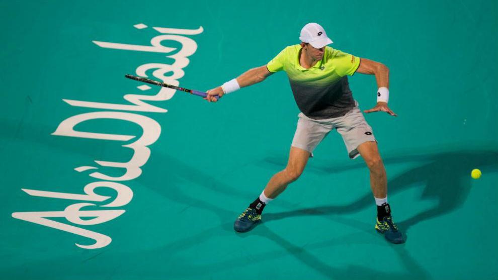 Kevin Anderson durante la final del torneo de Abu Dabi ante Roberto...