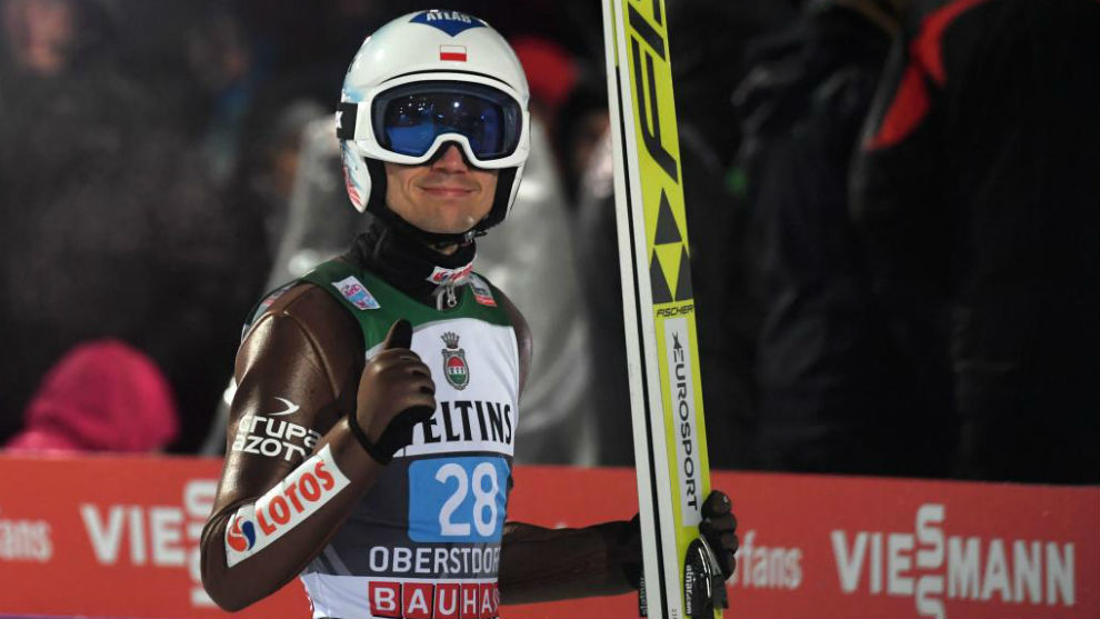 Kamil Stoch celebra si triunfo en Oberstdorf.