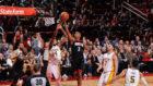 Chris Paul realiza una penetración ante los Lakers
