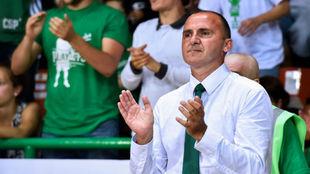 Frédéric Forte aplaude a su equipo durante la Final de la liga...