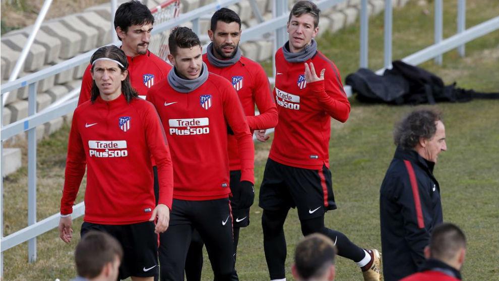 Filipe, con sus compañeros durante el entrenamiento en el que cayó...