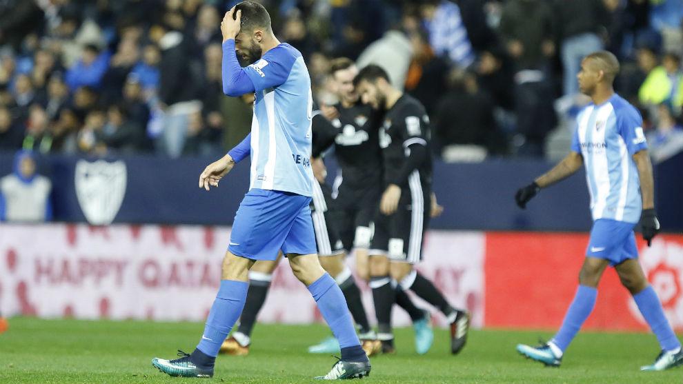 Borja Bastón y Rolan en el partido ante el Betis