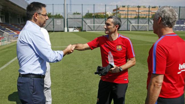 Bartomeu y Valverde se saludan en la Ciudad Deportiva del Barcelona.