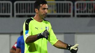 Buffon en un partido con la Selección de Italia