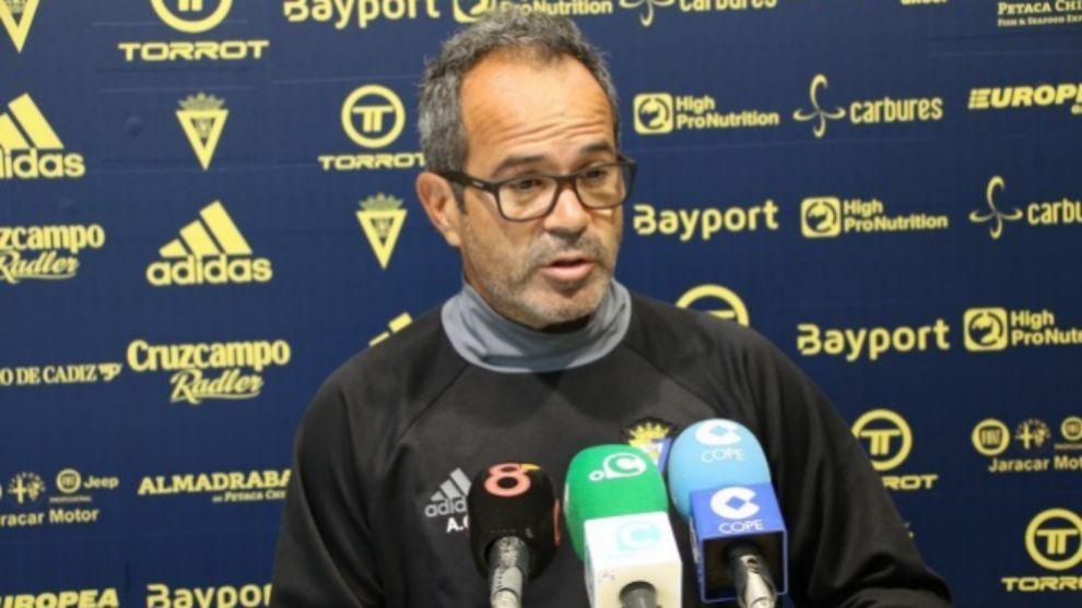 Alvaro Cevera en rueda de prensa.