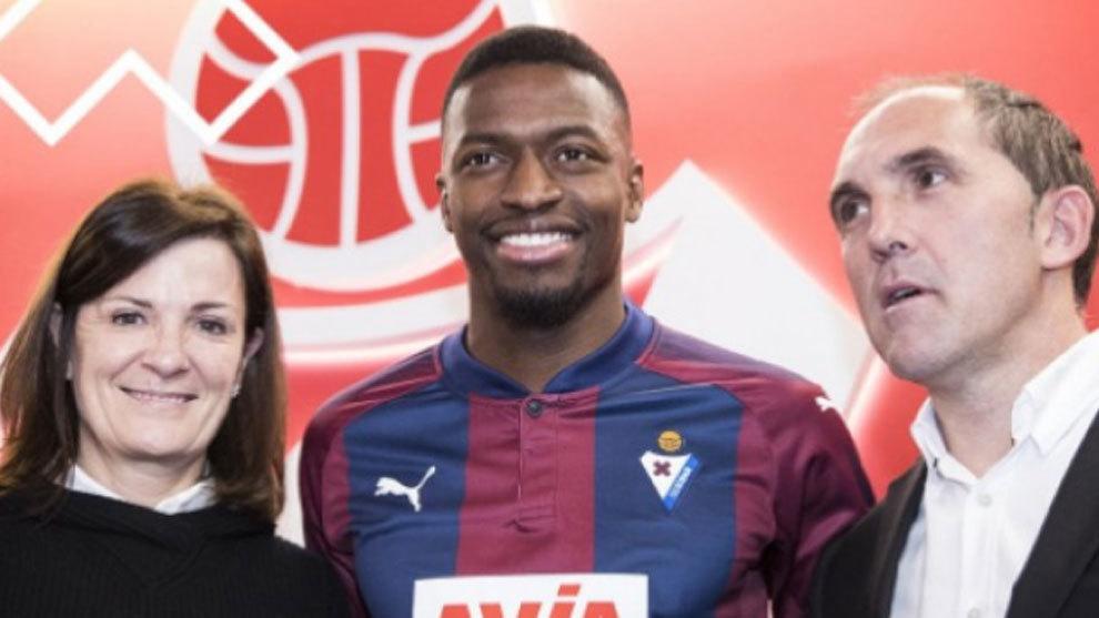 Pape Diop, durante su presentación como nuevo jugador del Eibar