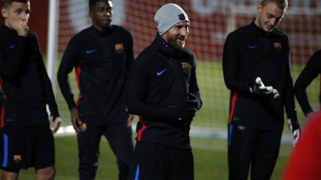 Messi sonríe durante el primer entrenamiento del año.