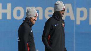 Dembélé durante el entrenamiento de hoy junto a Messi.
