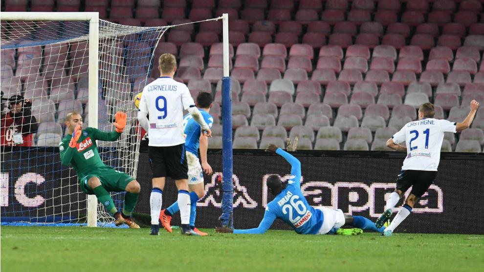 Castagne bate a Sepe en el primer gol del partido.