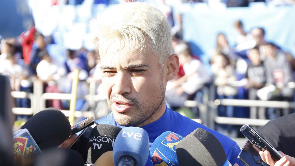 Vinícius atiende a los medios de comunicación en La Romareda.