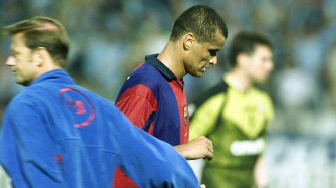 Rivaldo, cabizbajo tras la derrota del Barça en Copa del Rey en...
