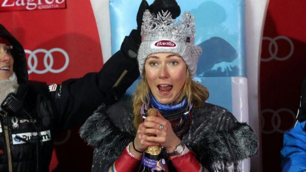 Mikaela Shiffrin es coronada como la Reina de la Nieve, trofeo que se...