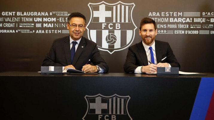 Bartomeu y Messi, en la firma de la renovación del argentino