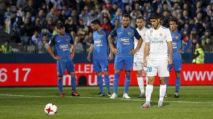 Asensio, en el momento de lanzar el segundo penalti del Madrid ante el...