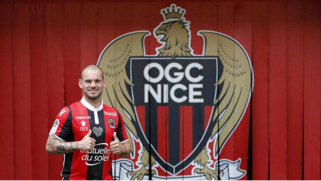 Sneijder, durante su presentación con el Niza