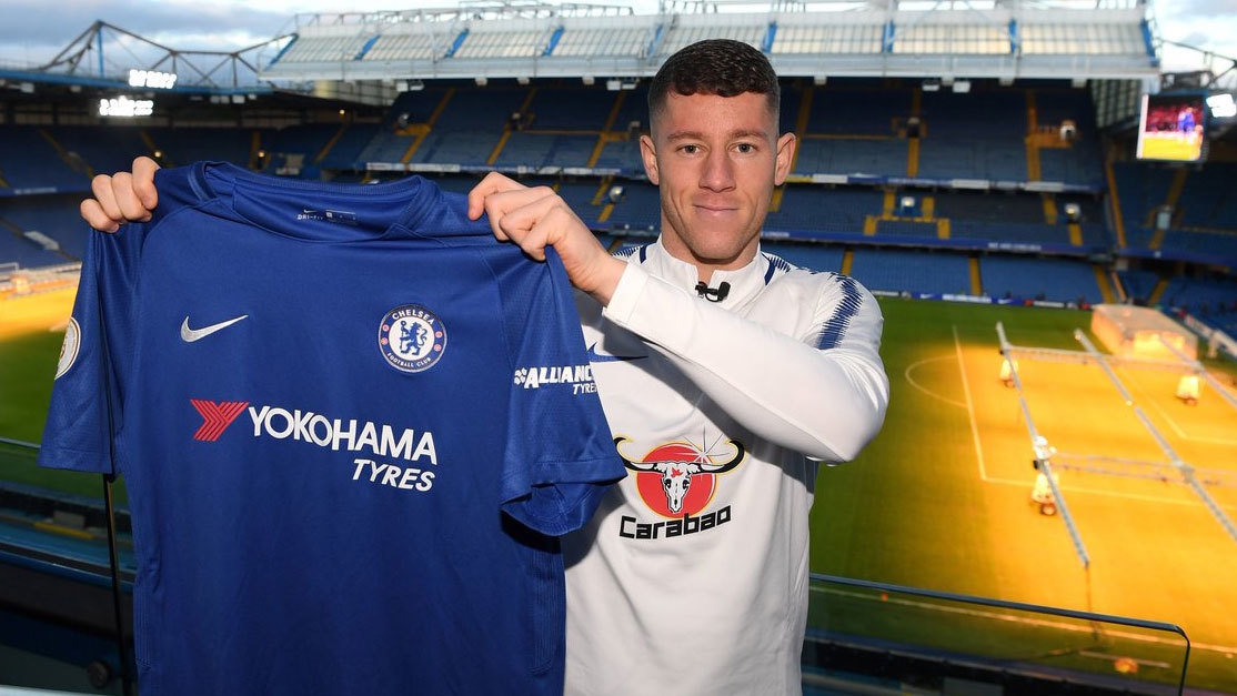 Ross Barkley posando con la elástica blue en Stamford Bridge