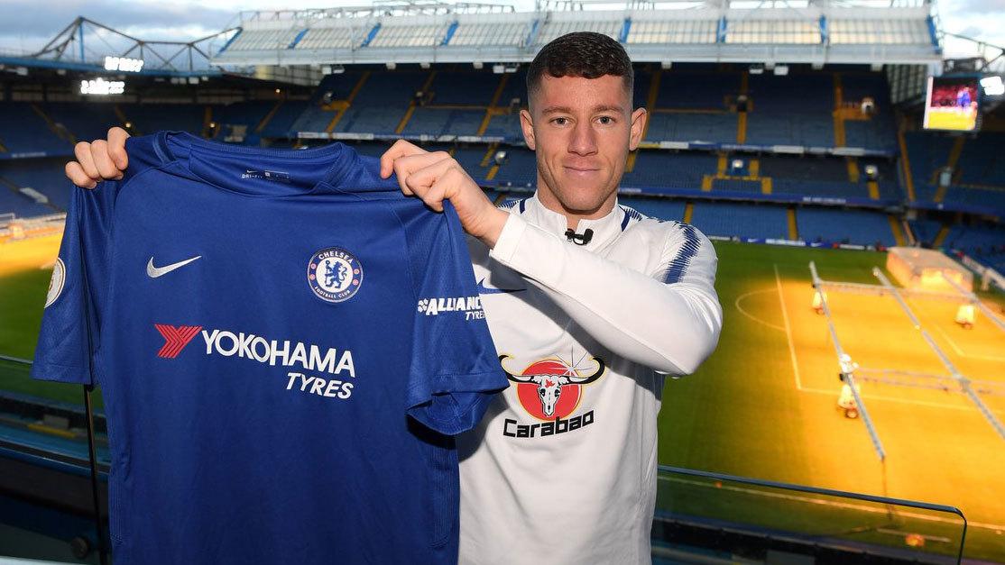 Ross Barkley posando con la elástica blue en Stamford Bridge