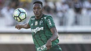 Yerry Mina durante un partido con el Palmeiras.
