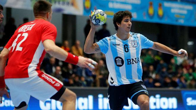 Diego Simonet dirige un ataque de Argentina