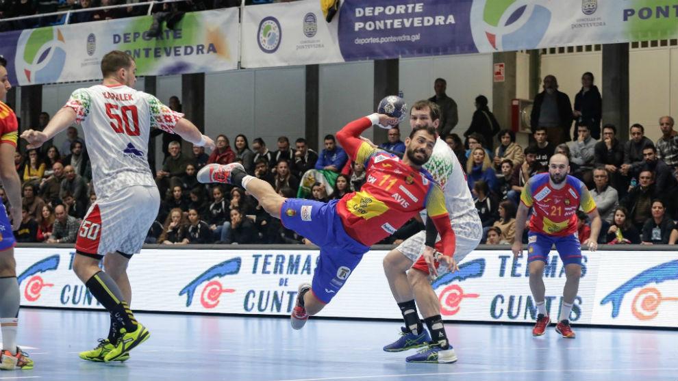 Sarmiento lanza sobre los seis metros.