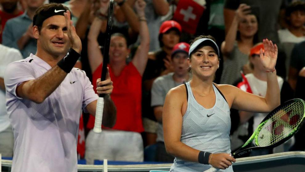 Federer y Bencic saludan a la grada