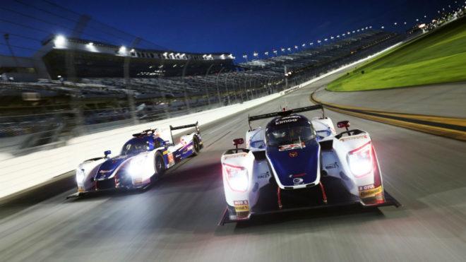 Alonso rueda de noche en Daytona.