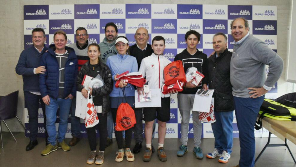 Participantes en las finales y organización junto a Miguel Díaz,...