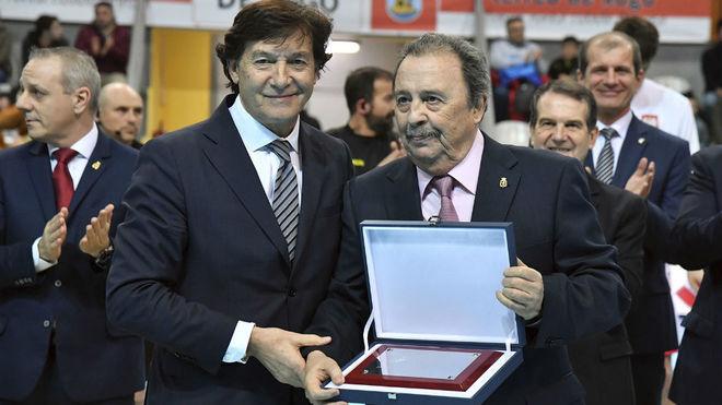 El secretario de Estado para el Deporte, José Ramón Lete, entregó...