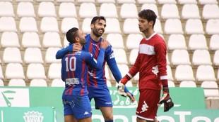 Enric Gallego celebra junto a Kike Márquez uno de los goles