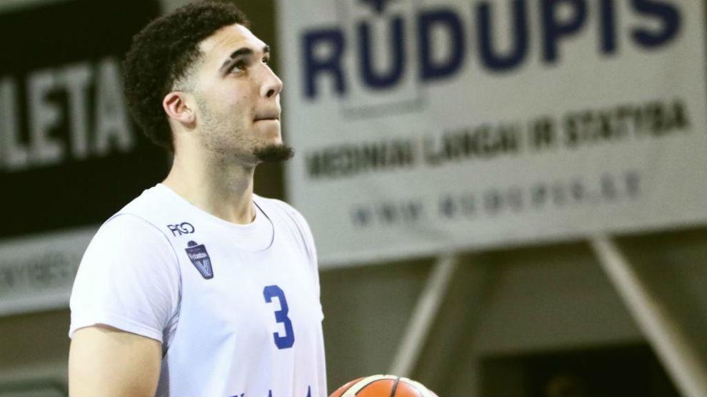 LiAngelo Ball entrenando con el Vytautas