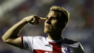 Samu Saiz celebrando un gol con el Huesca