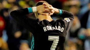 Cristiano Ronaldo lamentándose durante el partido ante el Celta.