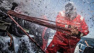 El 'Vestas', en pleno Océano Sur en la tercera etapa de la...