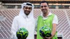 Xavi junto a Hassan Al Thawadi, secretario general del Mundial 2022.