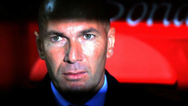 Zidane, en el banquillo durante el partido de Copa ante el Numancia