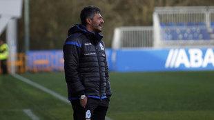 Gustavo Munúa dirigiendo a sus chicos durante el partido ante el CF...