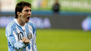 Messi celebra un gol con Argentina en el Calderón.