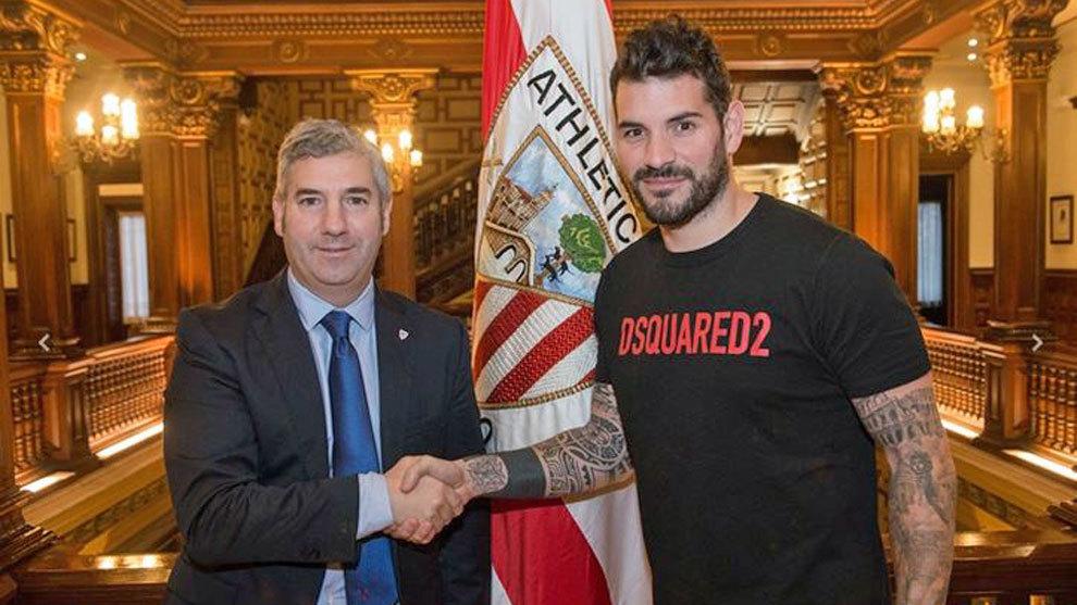 Herrerín firma su renovación