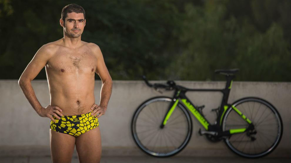 Carlos López, posa para su nueva marca