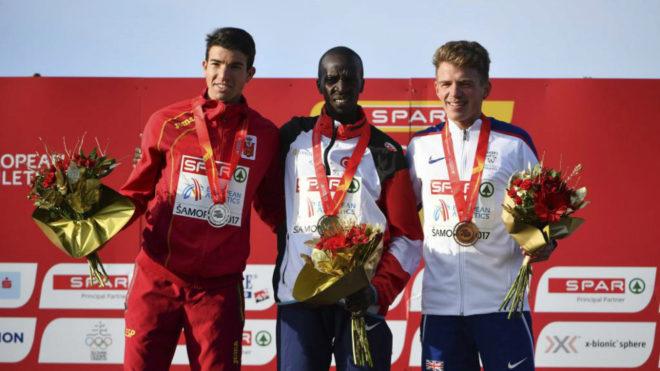 Adel Mechaal en el podio de Samorin.