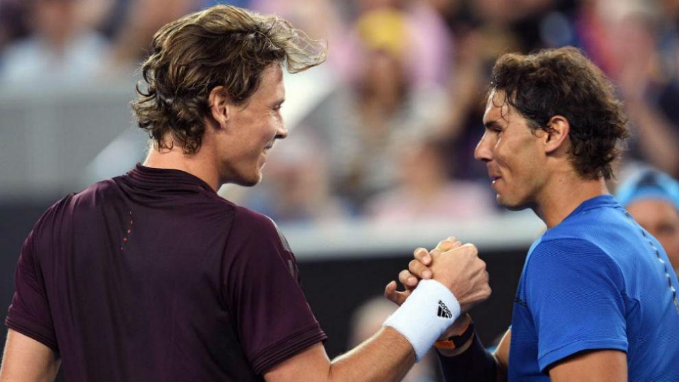 Nadal y Berdych se saludan a la conclusión del partido.