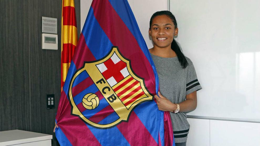 Perle Morroni tras la firma del contrato con el Barcelona.